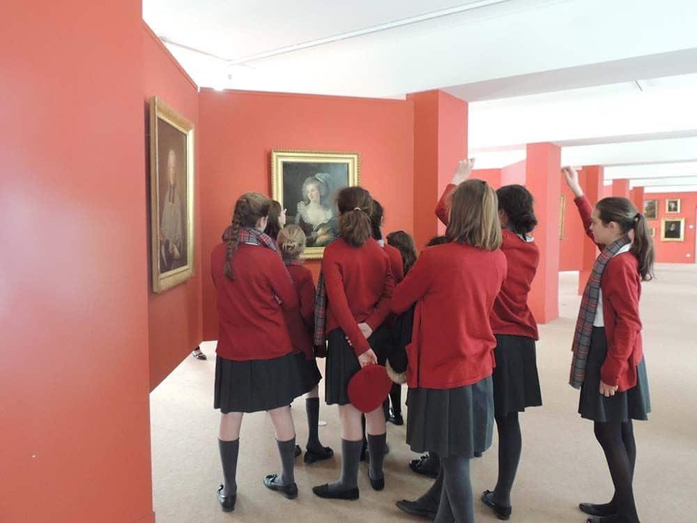 Visite du musée des beaux-arts d'Alençon par les collégiennes